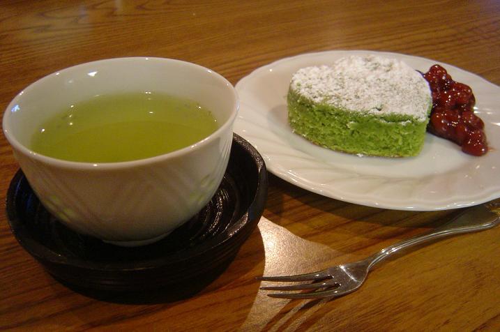 http://timefordinner.files.wordpress.com/2008/01/green-tea-cake-006.jpg
