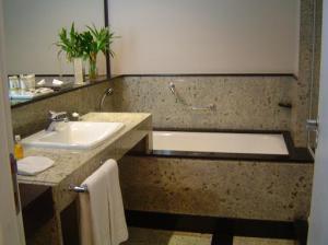hotel-bath